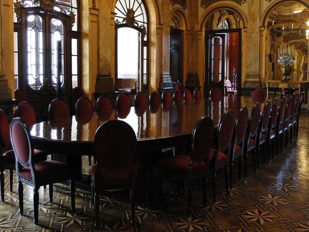 Sala de jantar já recebeu os reis da Bélgica. (Foto: Sara Antunes/G1)