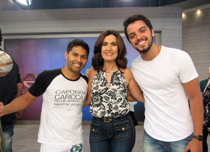 Fátima com o ator Rodrigo Simas e o Mestre Morcego (Foto: Carolina Morgado/Gshow)
