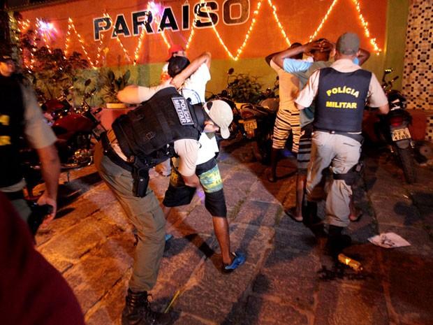 Polícia Militar fez revista para combater tráfico de drogas (Foto: Valter Andrade/Prefeitura de Jaboatão/Divulgação)