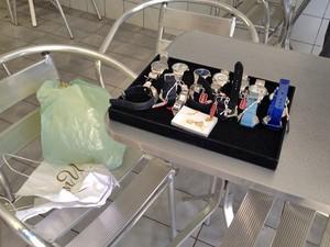 2b220edec71 Sacola com 14 relógios foi encontrada durante buscas (Foto  Mariane  Peres G1)