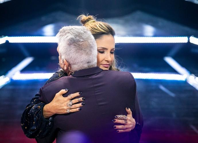 Claudia Leitte é consolada por Lulu Santos após apresentação (Foto: Isabella Pinheiro/Gshow)