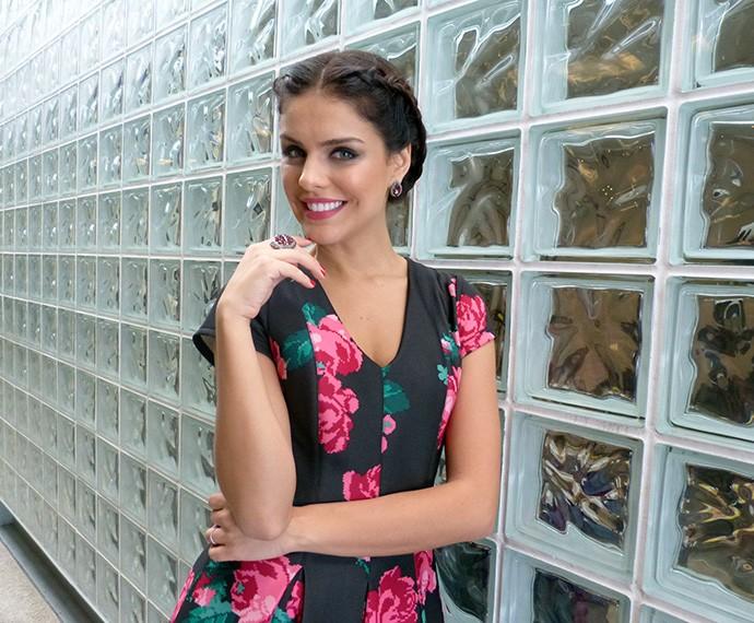 Paloma Bernardi escolheu look romântico para participar do Encontro (Foto: Carolina Berger/Gshow)