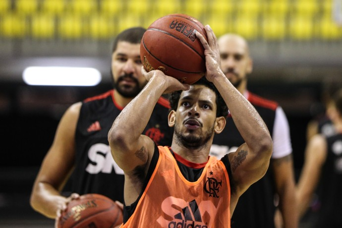 Ronald Ramon no treino do Flamengo antes da final do NBB (Foto: Luiz Pires)