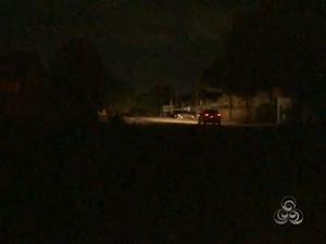 Ao menos 12 bairros de Macapá ficaram sem energia elétrica durante a madrugada (Foto: Reprodução/TV Amapá)