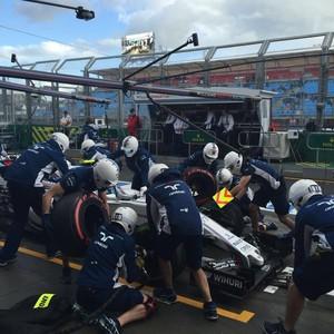 Dupla da Williams só deixou a garagem para treinar pit stops (Foto: Divulgação)