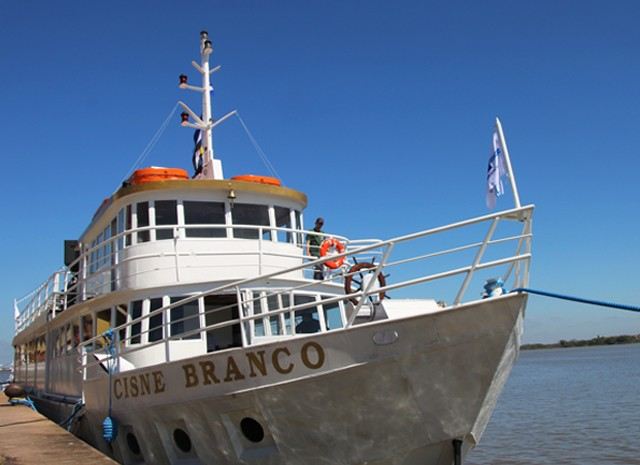 Embarcação ficou desativada por oito meses após temporal (Foto: Joyce Heurich/G1)