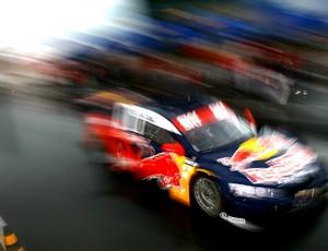 Felipe Fraga guia o carro de dois lugares da Stock Car (Foto: Bruno Terena/ divulgação)