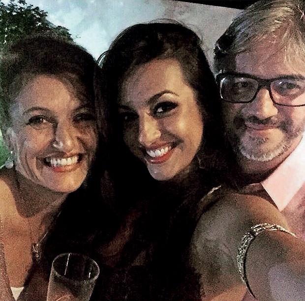 Anaju com os pais, Rosana e fábio, que sempre     apoiaram a carreira da filha (Foto:  )