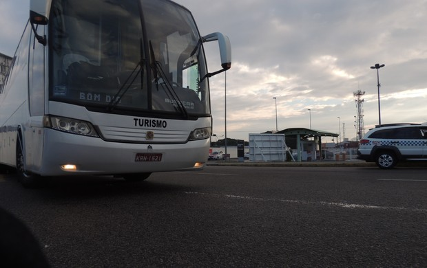 Figueirense, desembarque, florianópolis,  aeroporto internacional hercílio luz, ônibus (Foto: Renan Koerich)