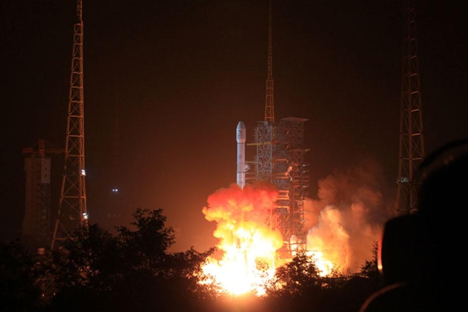"""A missão, batizada de """"Chang'e-3"""", leva o veículo de exploração teleguiado chamado """"Coelho de Jade"""" (Foto: Xinhua, Li Gang/AP)"""