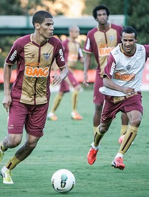 Zagueiro Leonardo Silva e volante Serginho, do Atlético-MG (Foto: Bruno Cantini / Flickr do Atlético-MG)