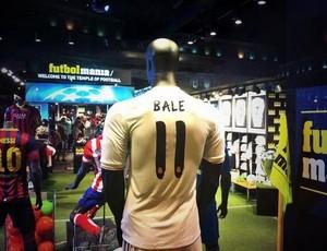 Camisa de Bale do Real Madrid vendida em loja (Foto: Reprodução / Twitter)