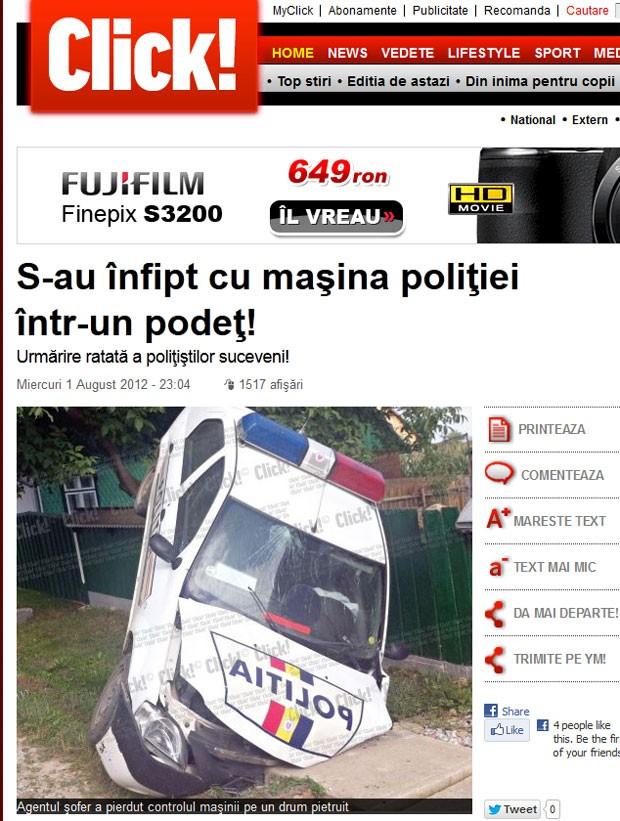 Carro da polícia ficou entalado em um bueiro na Romênia. (Foto: Reprodução/Click!)