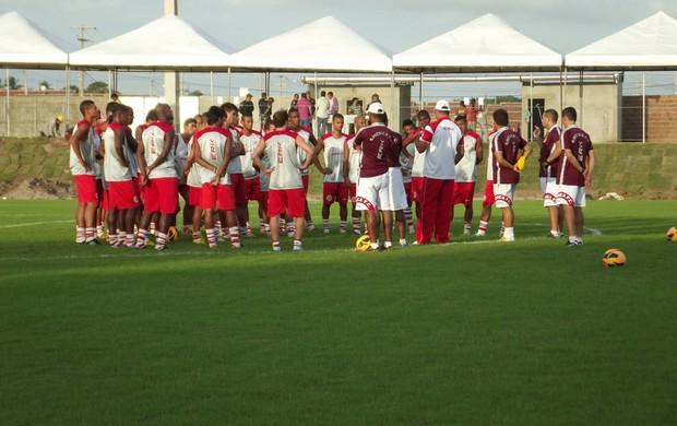 Jogadores do América-RN realizam primeiro treino no Estádio Barretão, em Ceará-Mirim (Foto: Jocaff Souza)