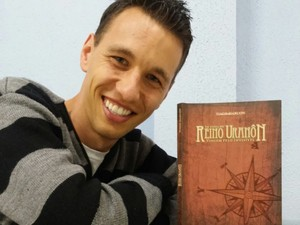 Missionário Tiago Marcon reúne ficção, aventura e conteúdo religioso em livro. (Foto: Divulgação / Canção Nova)
