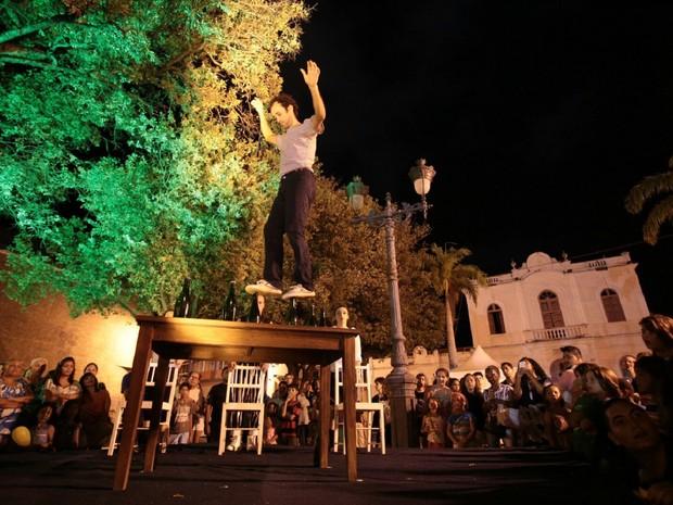 La Tribu encantou o público durante apresentação (Foto: Jonathan Lins/G1)