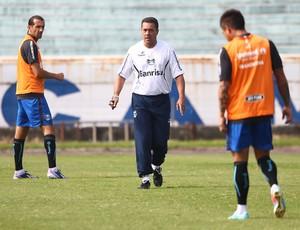 Luxa orienta posicionamento de Barcos e Vargas no Grêmio (Foto: Lucas Uebel/Grêmio FBPA)