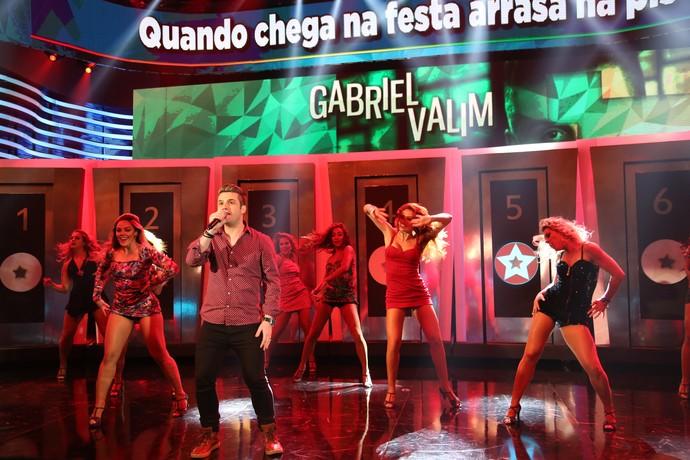 Gabriel Valim cantou o hit 'Piradinha' (Foto: Carol Caminha/Gshow)