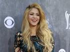 Shakira usa vestido sexy em prêmio com famosos como Taylor Swift e Jewel