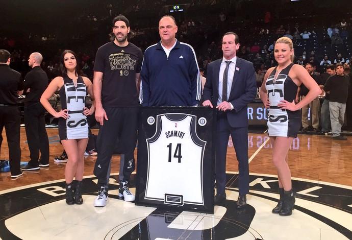Oscar Schmidt - Luis Scola - Brooklyn Nets (Foto: Divulgação/Brooklyn Nets)