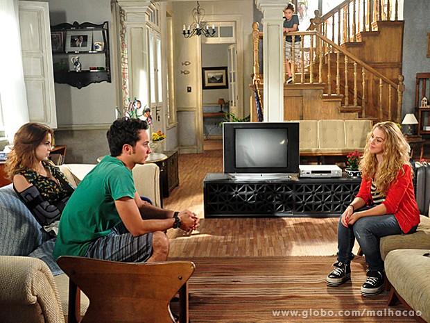 Meg chega e se torna mais um obstáculo ao namoro de Ben e Anita (Foto: Malhação/ TV Globo)