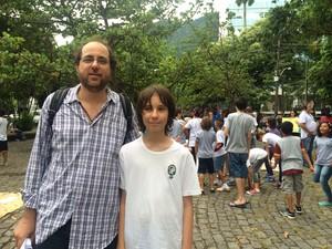 Pai fica preocupado com atraso nas aulas do Cap UFRJ (Foto: Matheus Rodrigues/G1)