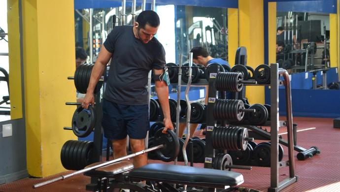 Atleta em academia (Foto: Aline Lopes)