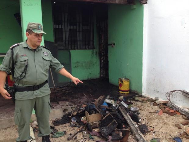 Parte da cadeia pública foi destruída por fogo feito pelos presos (Foto: PM/Divulgação)