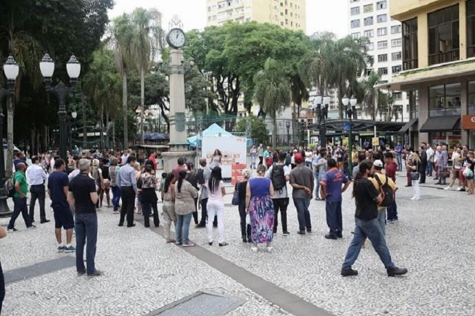 Curioso, o público quis ver o Big Fone de perto (Foto: Luiz Renato Corrêa/RPC)