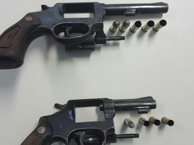 Polícia disse ter apreendido duas armas de fogo com suspeitos mortos em Feira  (Foto: Divulgação/Polícia Civil)