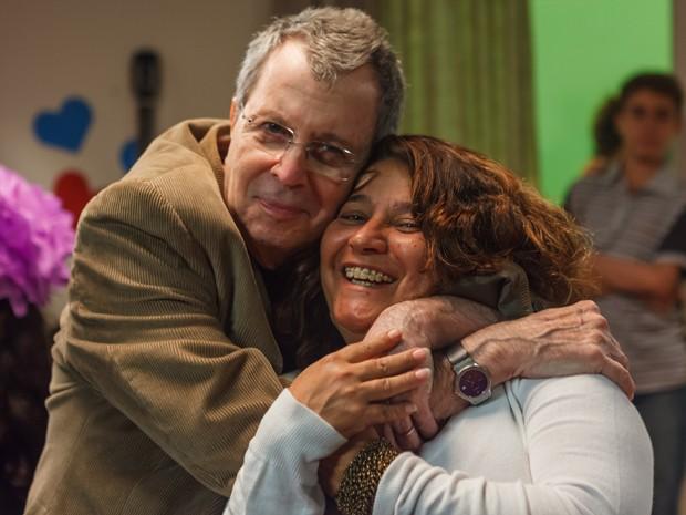 Os diretores Daniel Filho e Cris D'Amato no set de 'Confissões de adolescente: O filme' (Foto: Divulgação)