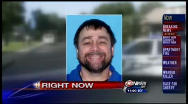 Phillip Stavrakis, que atirou no irmão, está foragido (Foto: Reprodução)