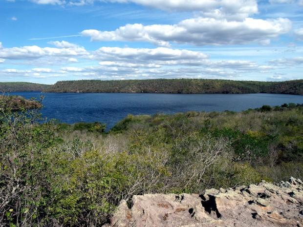 Mirante natural é o ponto final da trilha no receptivo Castanho, em Delmiro Gouveia  (Foto: Waldson Costa/G1)