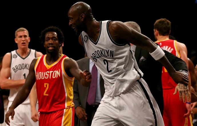 Briga Howard x Garnett NBA Houston x Brooklyn (Foto: Getty Images)