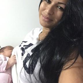 Mulher Moranguinho com a filha, Maria Victoria (Foto: Instagram/ Reprodução)