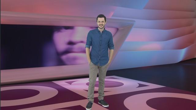 Renan Fiuza apresentando o Especial Curta Metragens (Foto: Reprodução / TV Tribuna)