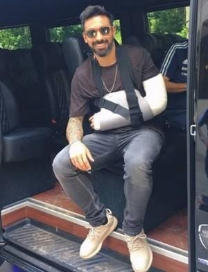 Lavezzi no dia seguinte à lesão (Foto: Twitter)