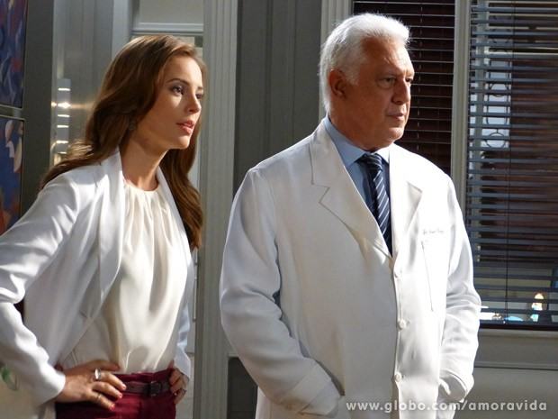 Paloma se tornou uma médica renomada (Foto: Amor à Vida / TV Globo)