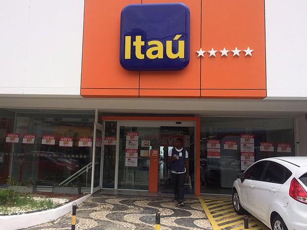 Itaú, no bairro da Barra, fechado durante greve dos bancários. Salvador, Bahia (Foto: Natally Acioli / G1)