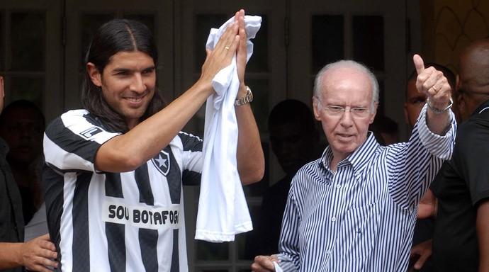 Dossiê Botafogo - Loco Abreu e Zagallo (Foto: Alexandre Durão)