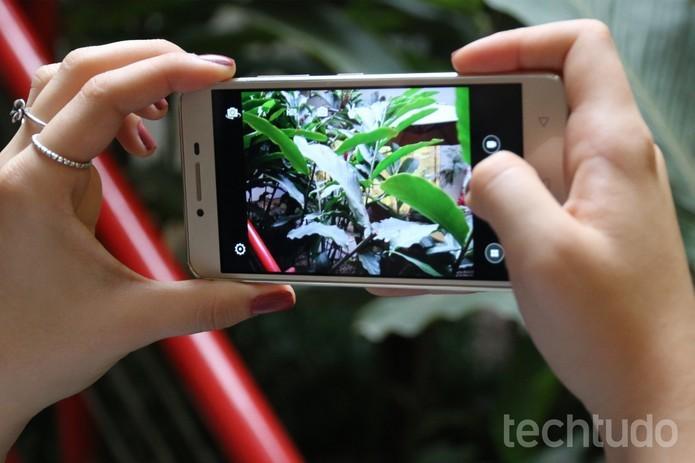 Lenovo K5 tem duas câmeras: a traseira com 13 megapixels e a frontal com 5MP (Foto: Caio Bersot/TechTudo)