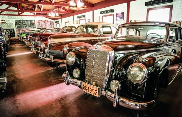 Mercedes-Benz 300 Adenauer 1952 é apenas um dos clássicos europeus (Foto: Leo Cavallini)