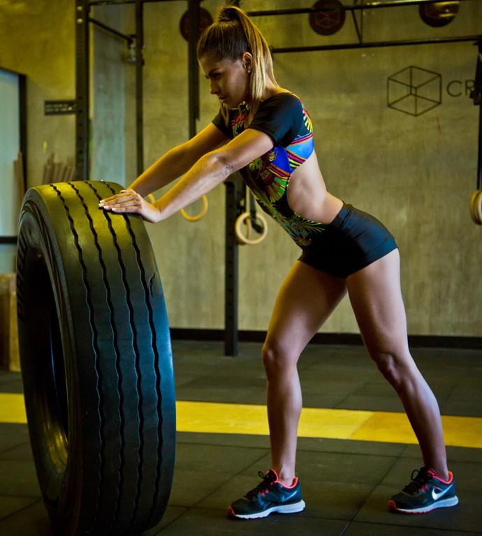 Coleguinha exibe músculos torneados (Foto: Marcelle Rosenthal)