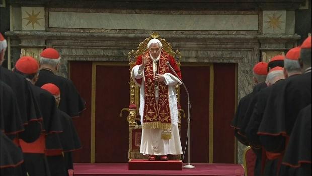 Em seu último dia como papa, Bento XVI se despede dos cardeais (Foto: Vatican TV/AP)