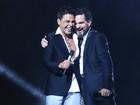 Zezé Di Camargo e Luciano fazem show com a família na plateia