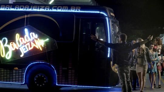 Zeca coloca nome de Jeiza no ônibus