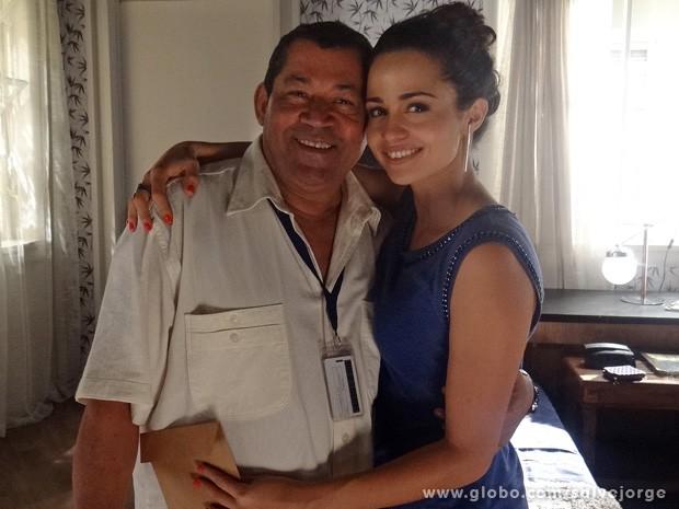 Nanda Costa elegeu o continuísta Carlinhos como o grande guerreiro  (Foto: Salve Jorge / TV Globo)