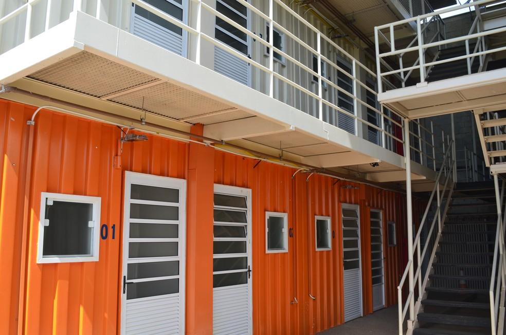 Condomínio é formados por dois prédios feitos com containers (Foto: Hildeberto Jr./G1)