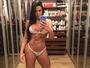 Gracyanne Barbosa posa em frente ao espelho e exibe corpo sarado