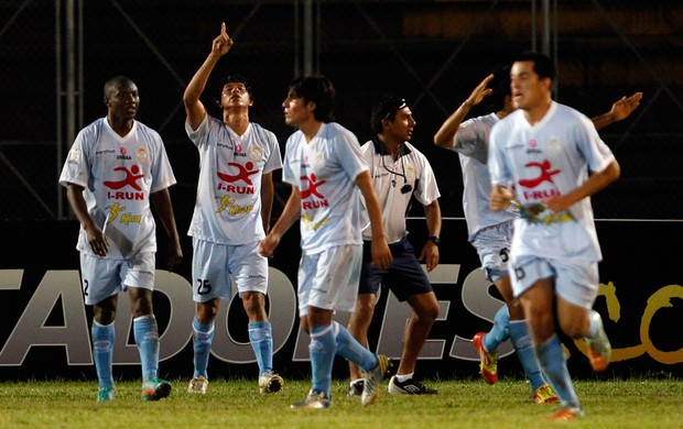 Real Garcilaso comemora gol sobre o Tolima (Foto: AP)